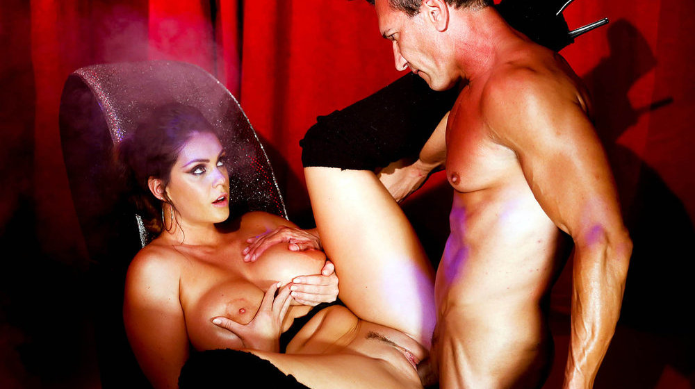 erotika-smotret-kak-tseluyutsya-lesbiyanki
