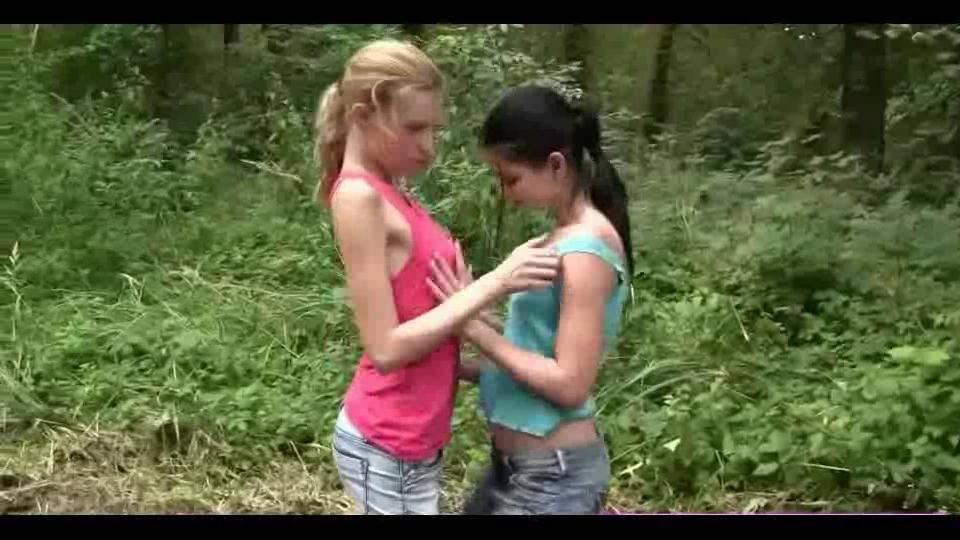 hawt outdoor lesbo teenies