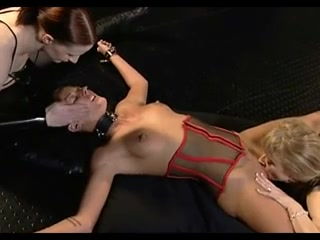 Kinky girls in wicked lesbian BDSM threesome