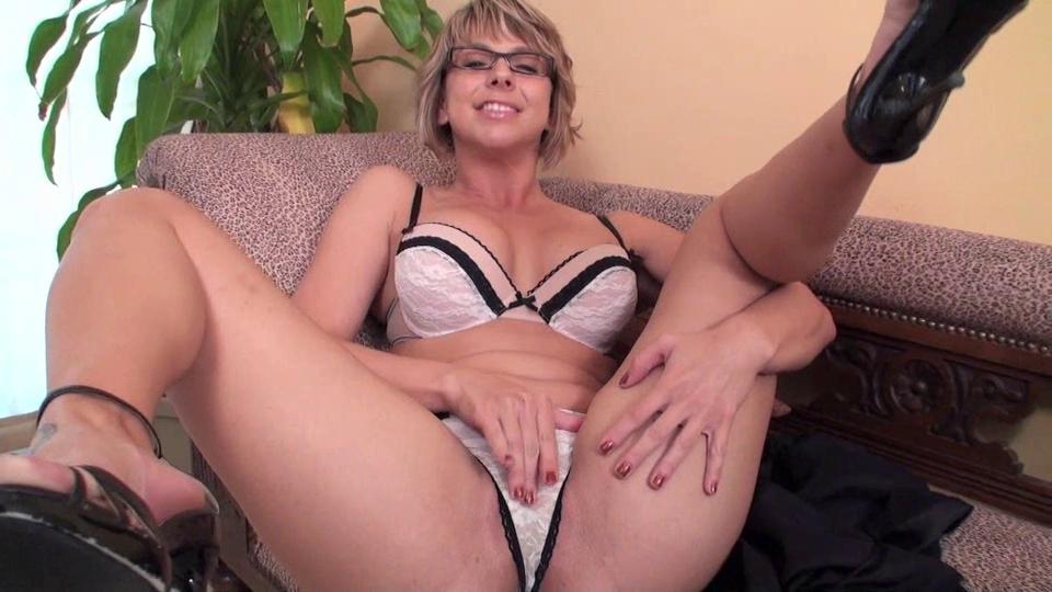 красивая зрелая в нижнем белье порно видео
