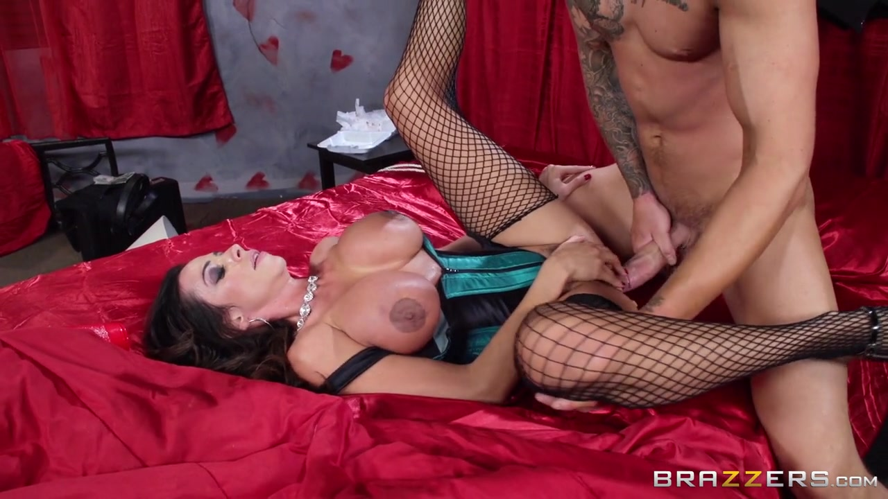 Mommy Got Boobs: Dealing With A Dickhead. Ariella Ferrera, Clover